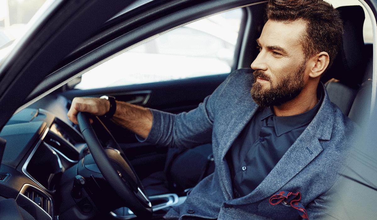 9 coisas que nunca deve deixar no carro