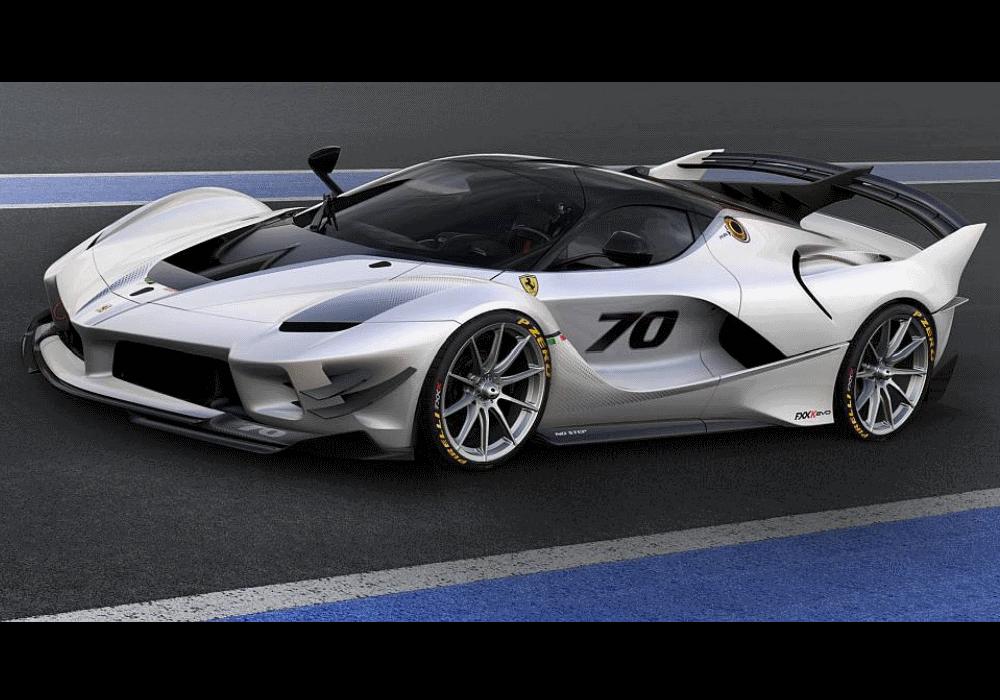 Ferrari lança FXX-K Evo, uma evolução do FXX-K. Trata-se de um modelo de edição limitada que só pode ser conduzido em circuitos de corrida. Custa 2,6 milhões de euros e não basta ter dinheiro para ser dono de um.
