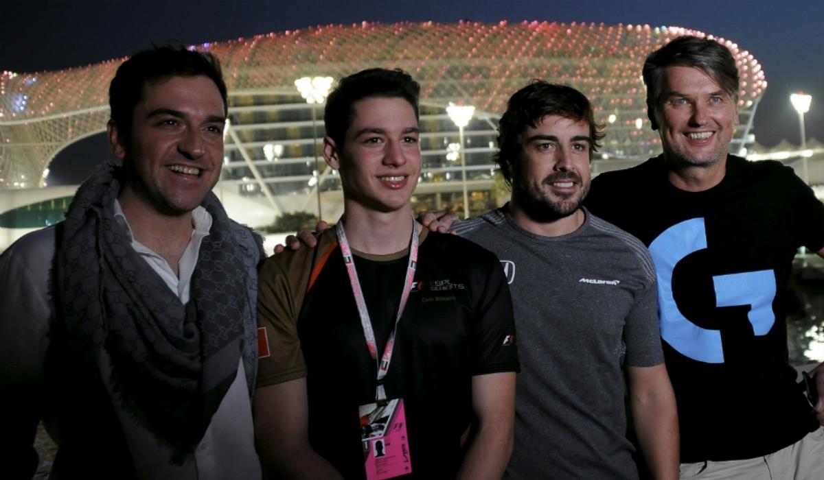 Fernando Alonso cria equipa de eSports