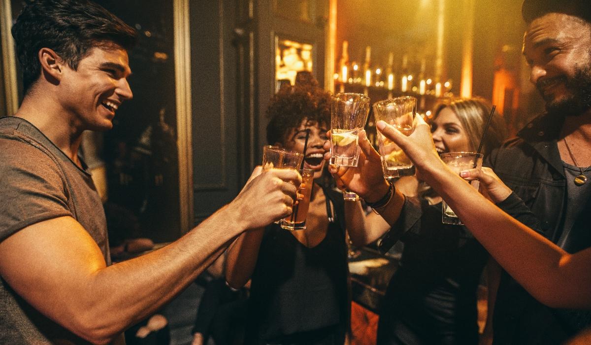 Como beber a noite inteira e fazer boa figura