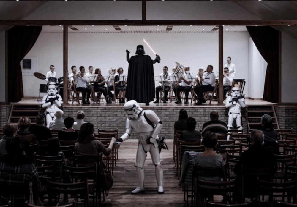 Darth Vader muda de profissão para sobreviver