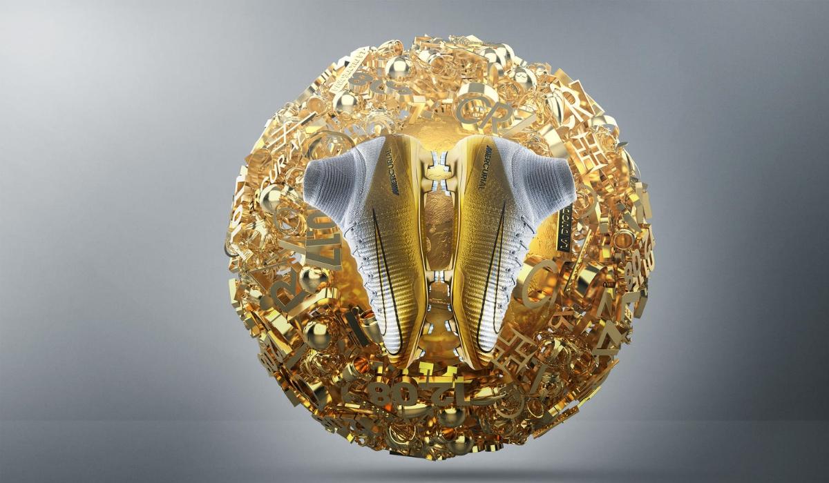 CR7 celebra bola de ouro com novas botas