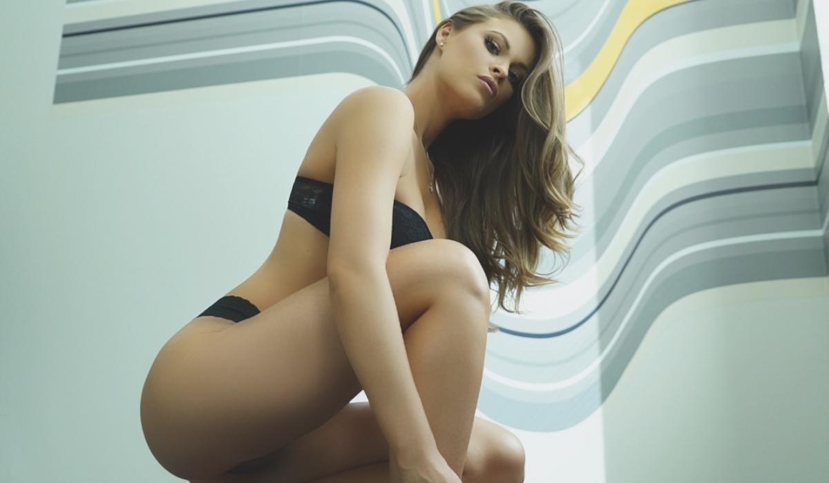 Katie Danzer, a modelo que está dividida entre a NBA e a NFL