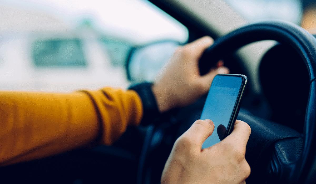 Capa de telemóvel para uma condução mais segura