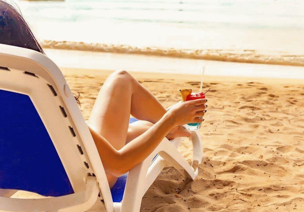 Roupa é opcional no resort sexy que está na moda
