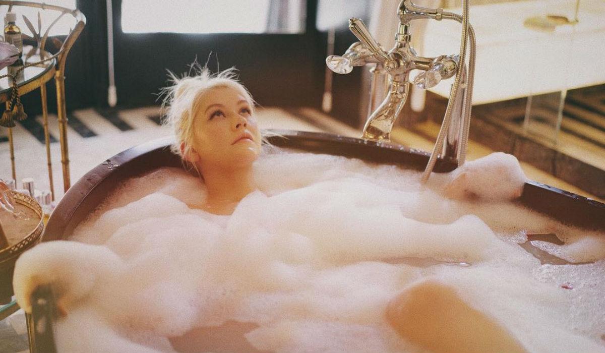 Christina Aguilera recebe elogios ao natural