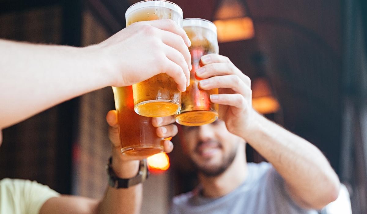 Procuram-se voluntários para beber cerveja