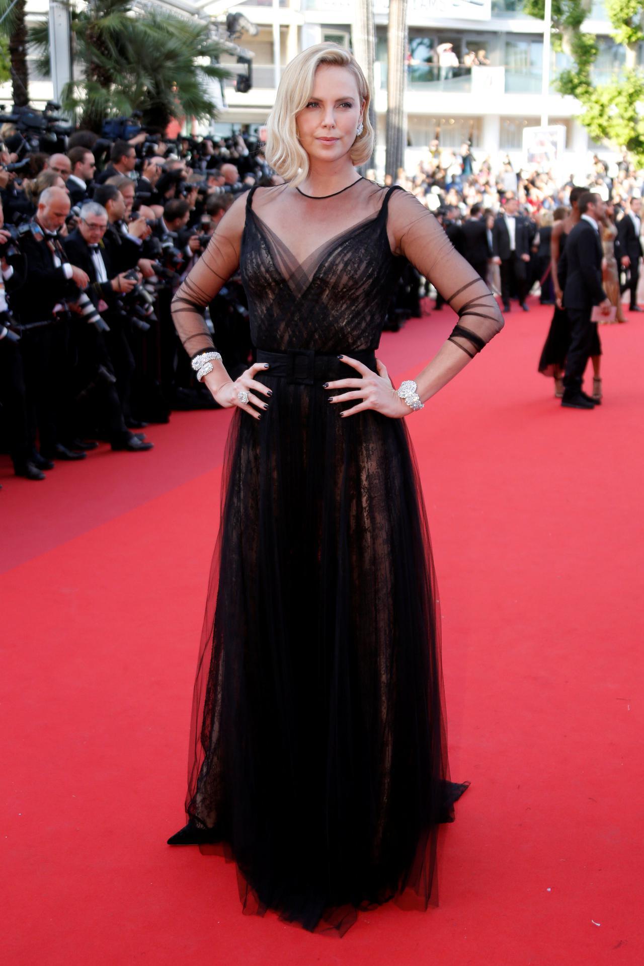 Charlize Theron engorda 25 quilos e tem depressão