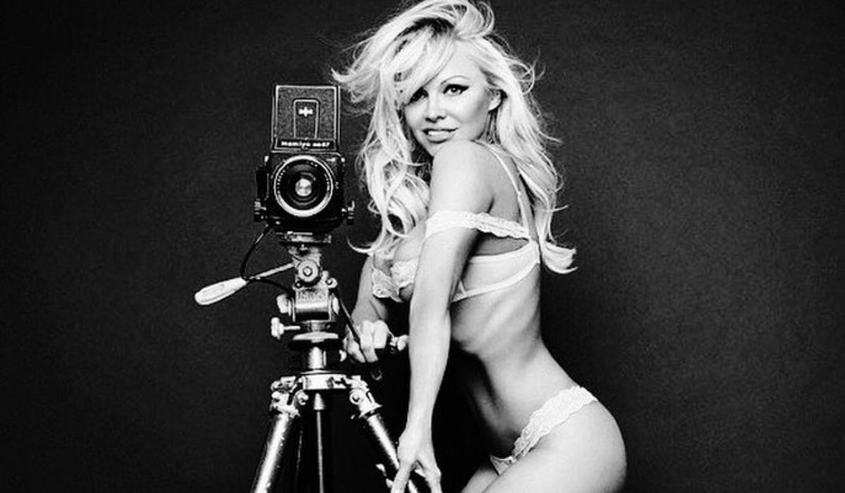 Pamela Anderson e como a nudez salvou-lhe a vida