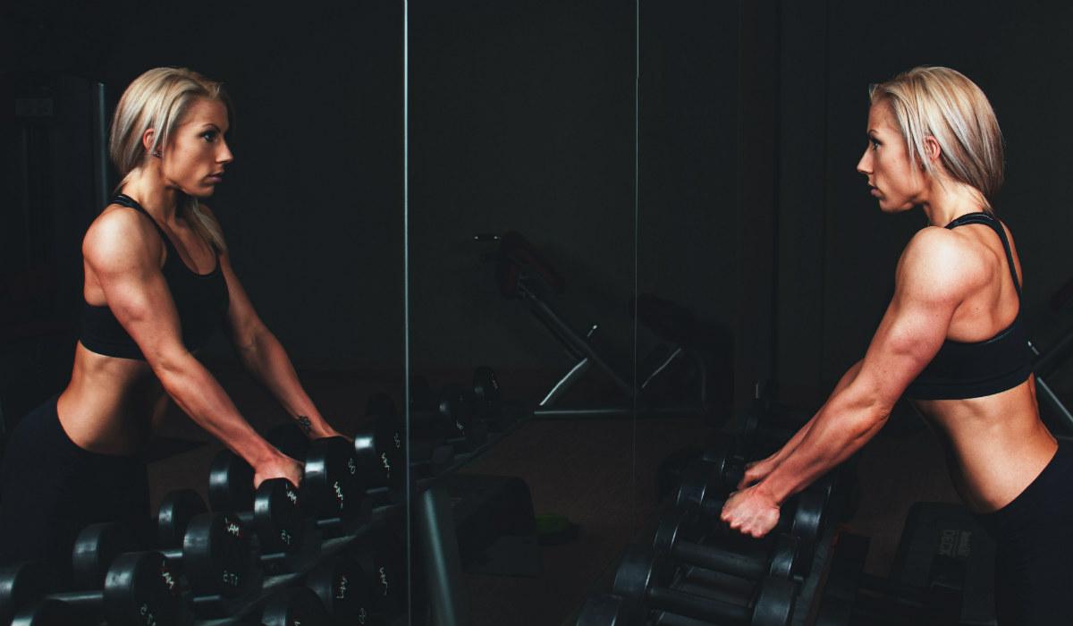 Treinar em frente ao espelho melhora a performance