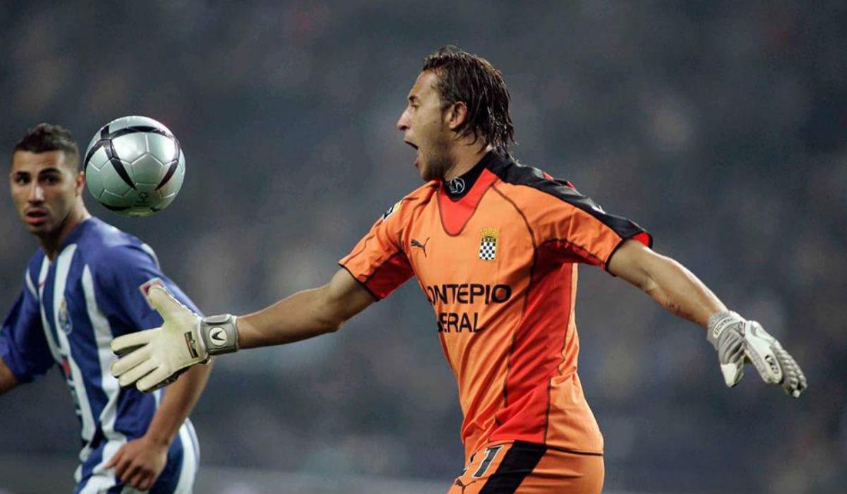 """Carlos: """"É muito fácil os clubes pensarem que podem aliciar os jogadores"""""""