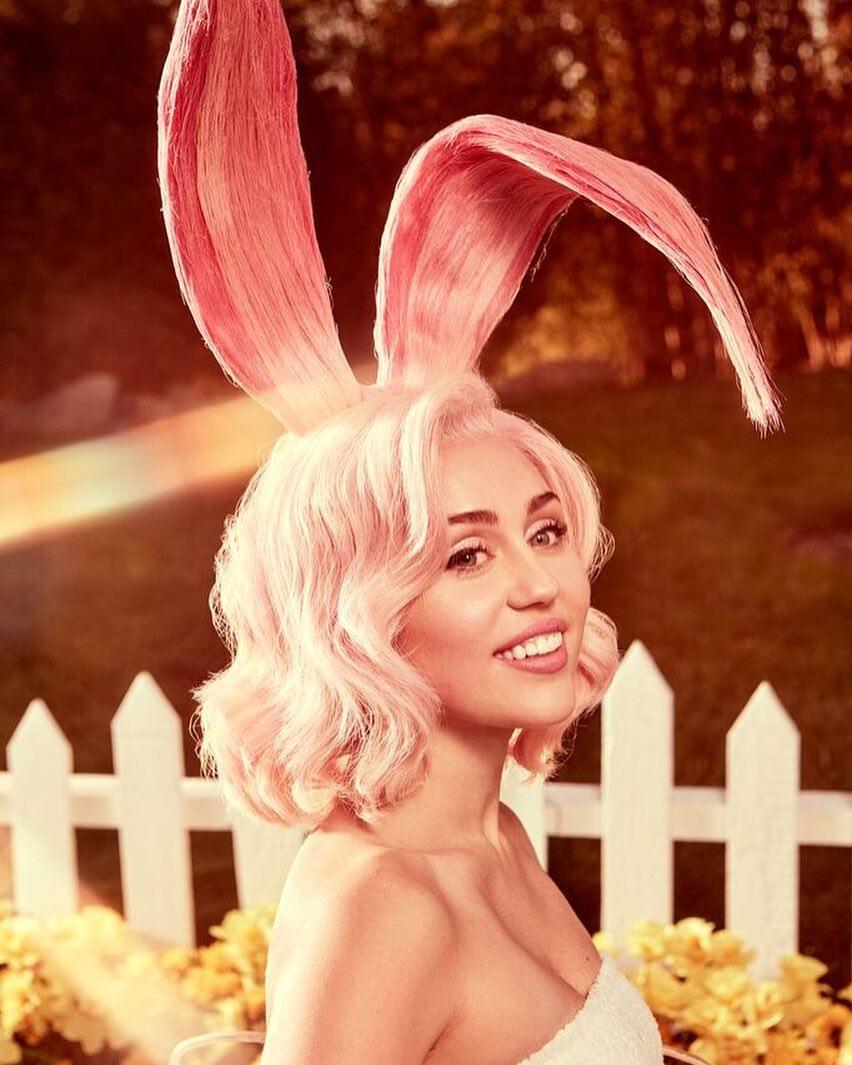 A Páscoa atrevida e sensual de Miley Cyrus
