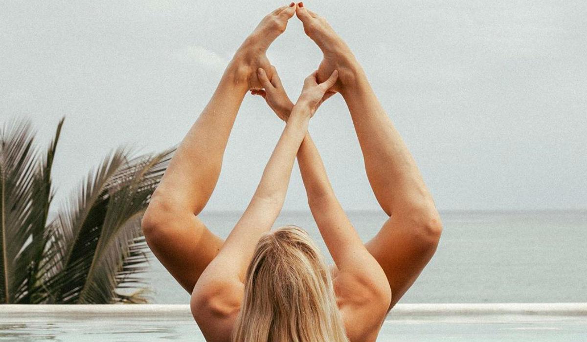 """Nude Yoga Girl"", a nudez e o yoga andam de mãos dadas para todo o lado"