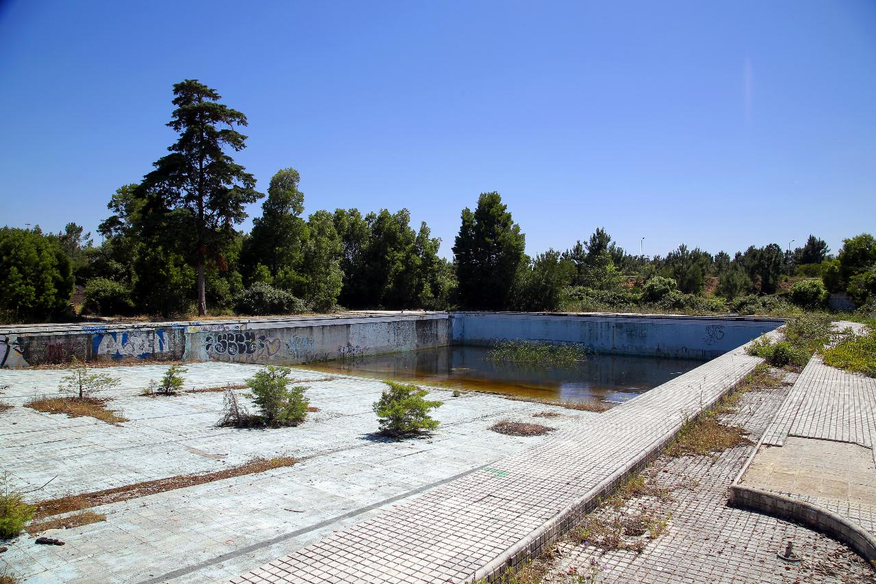 Muxito. De hotel luxuoso, com a primeira piscina olímpica portuguesa, ao abandono