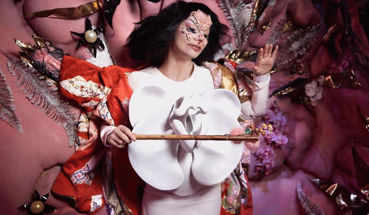 Oito anos depois, Björk volta a atuar na televisão e o desempenho é impressionante