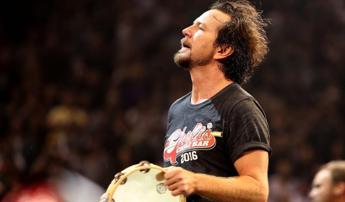 """Eddie Vedder é um """"bicho do mato"""" e deu uso surreal a prémio conquistado pelos Pearl Jam"""