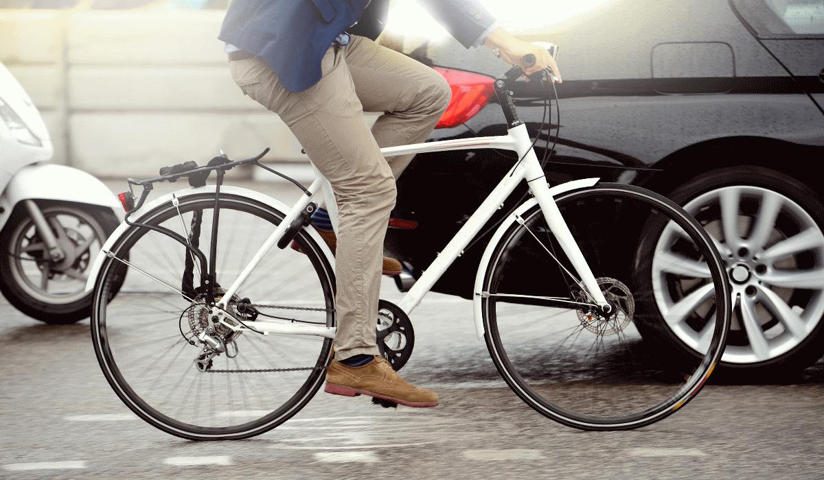 Ford cria blusão inteligente a pensar na segurança dos ciclistas