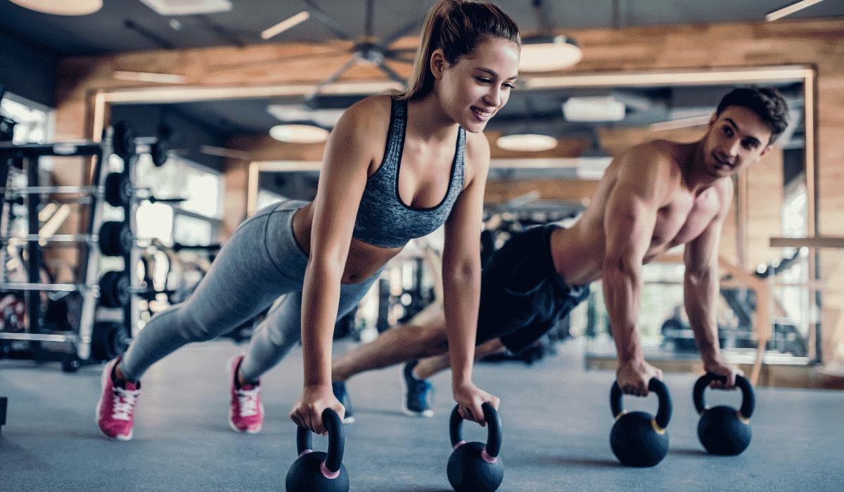 Prefere treinar com o kettlebel para ganhar músculo? Descubra se é a melhor opção