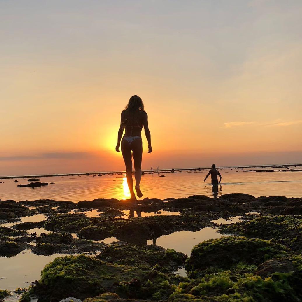Oceana Basílio leva sensualidade aos limites em Bali