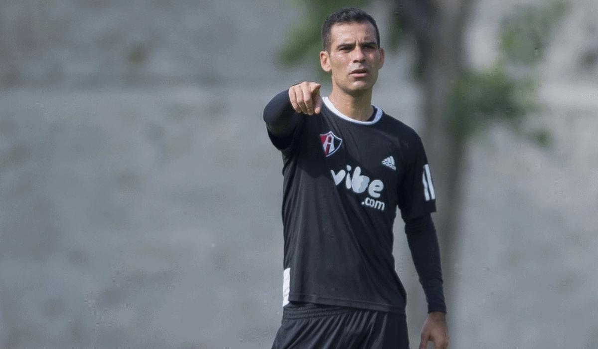 Rafa Márquez treina com roupa diferente dos colegas e nunca será o homem do jogo