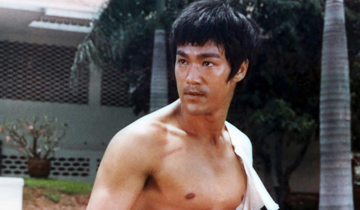 Clássico de Bruce Lee com um toque de Deadpool