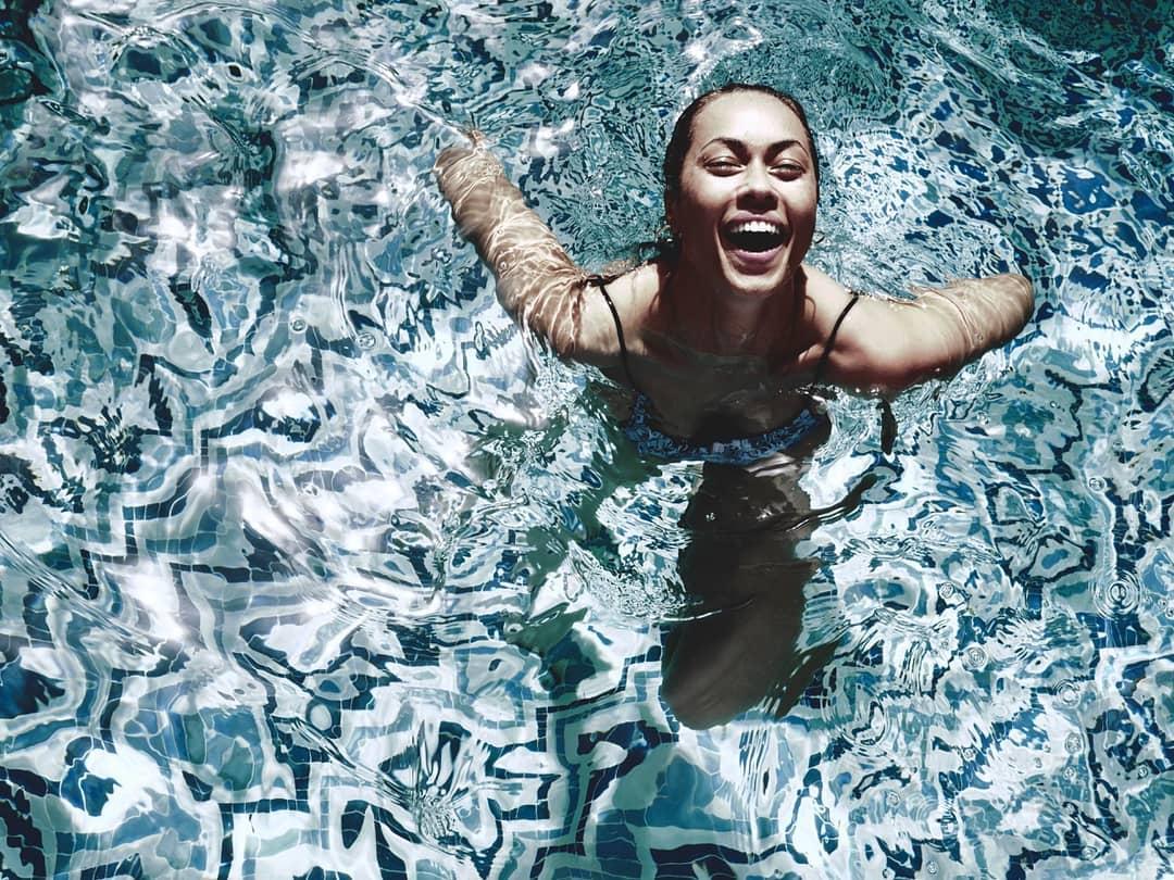 Nem a abanar-se com um leque conseguirá ver as melhores fotos de Débora Monteiro