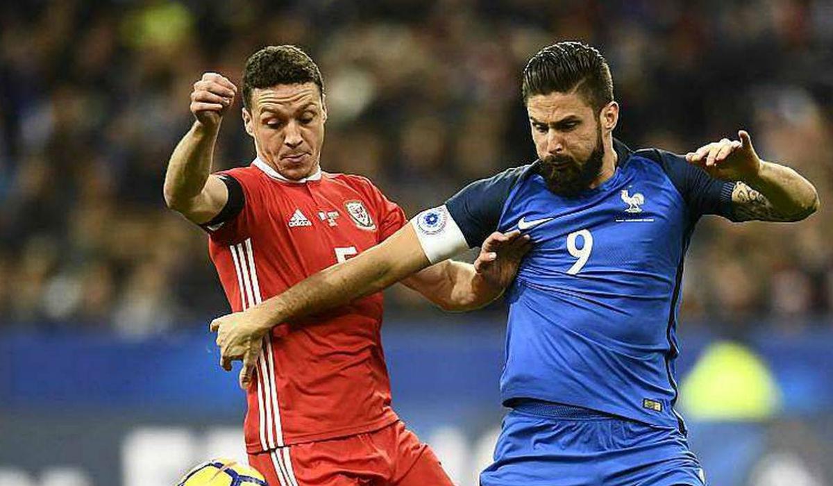 """Giroud, o """"patinho feio"""" da França"""