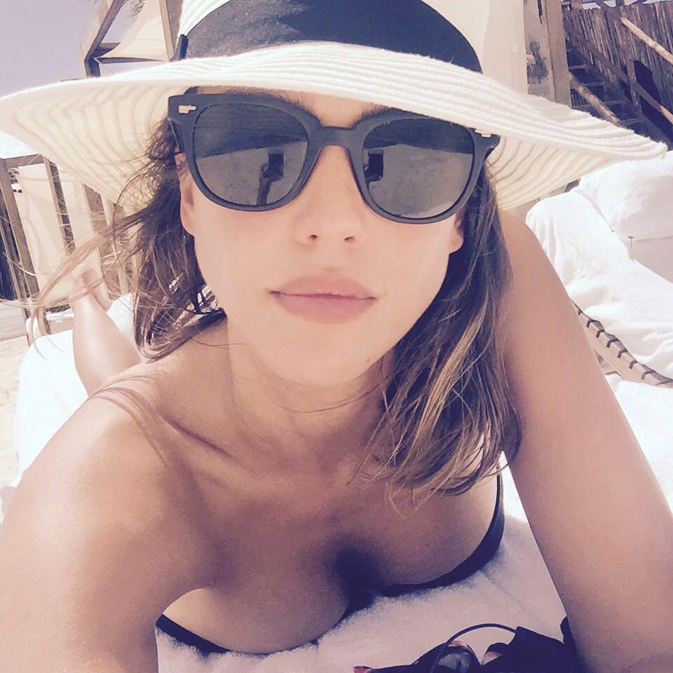 Jessica Alba, a atriz dos maus filmes, apadrinha regresso de Gary Oldman