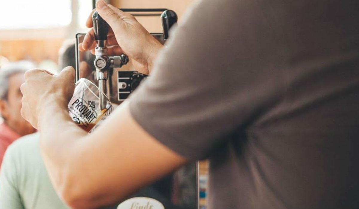 Beer Yoga promete causar sensação em festival de cerveja artesanal