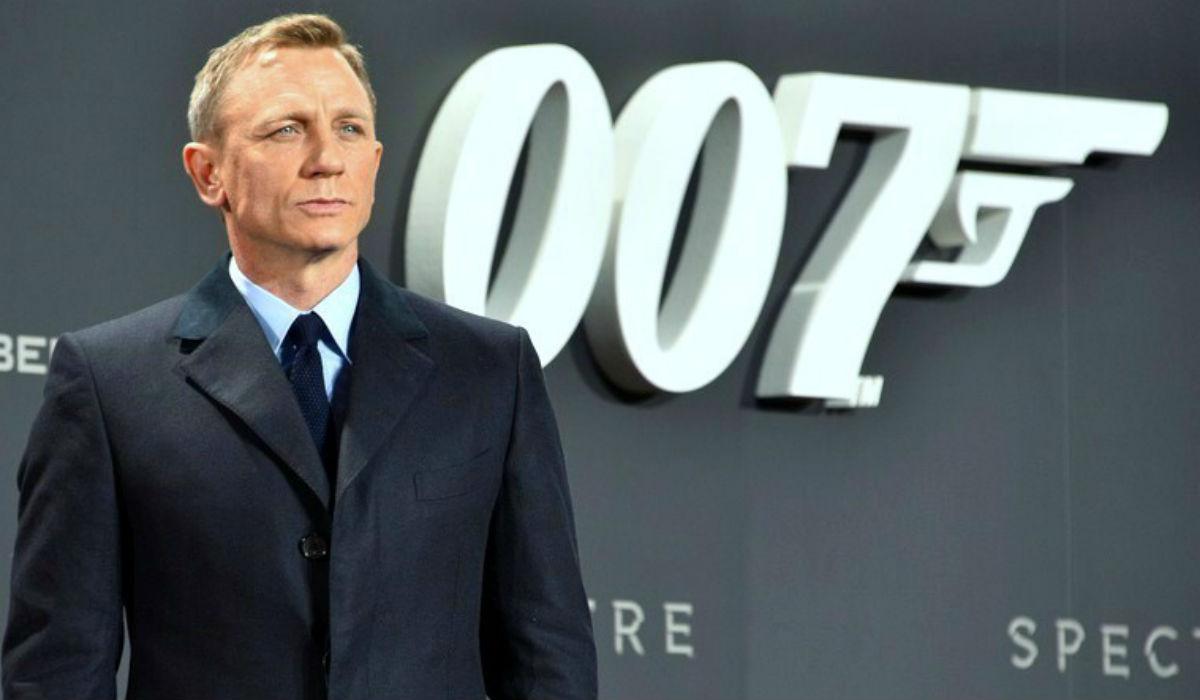 James Bond fecha equipa com o primeiro norte-americano na cadeira de realizador