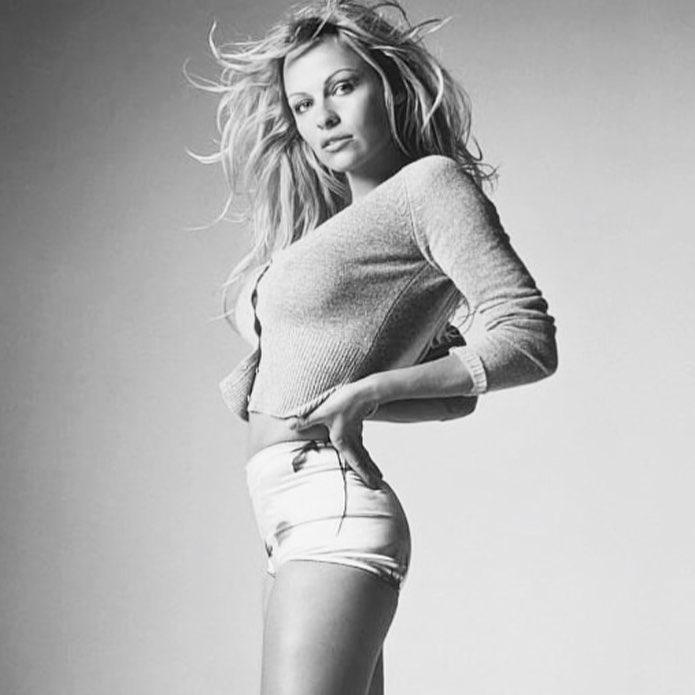 A mota de Emily Ratajkowski, a pose de Heidi Klum e a nova vida sexual de Pamela Anderson