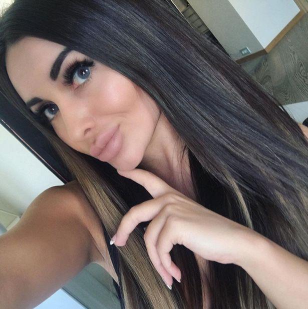 Kira Mayer, a modelo detida depois de oferecer sexo a três a polícias