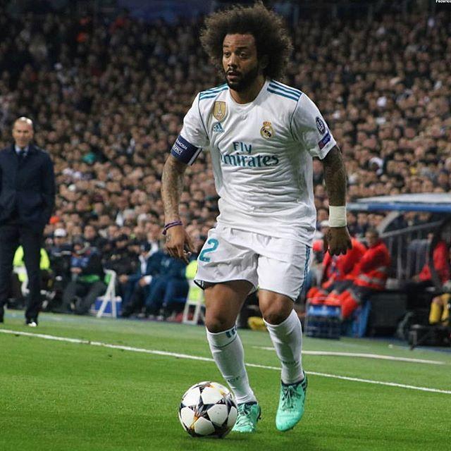 Cristiano Ronaldo revoltado com pontuação no FIFA 19 e o melhor onze do jogo