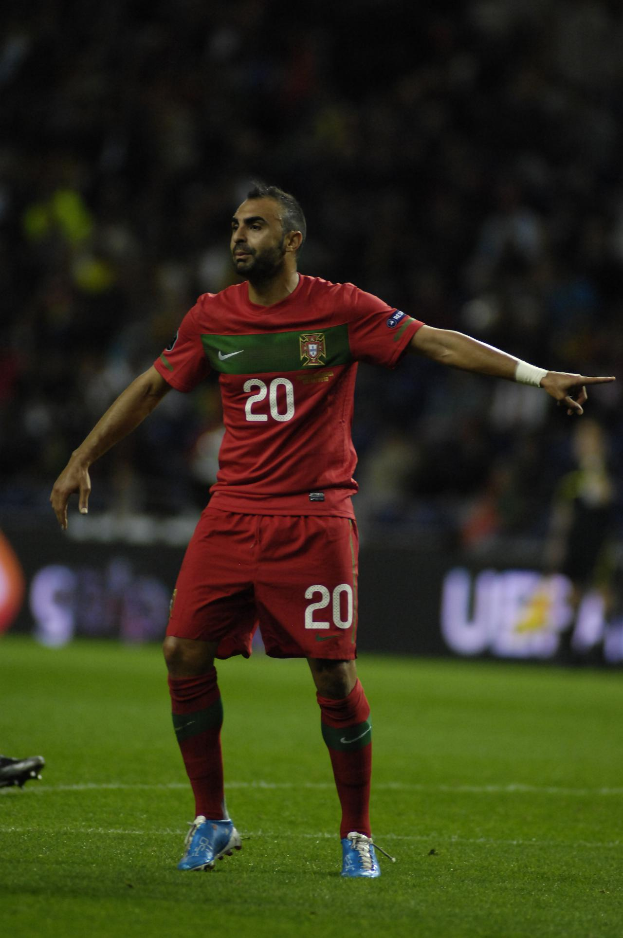 Simão Sabrosa e mais 11 jogadores portugueses que acabaram a carreira sem que ninguém desse por isso