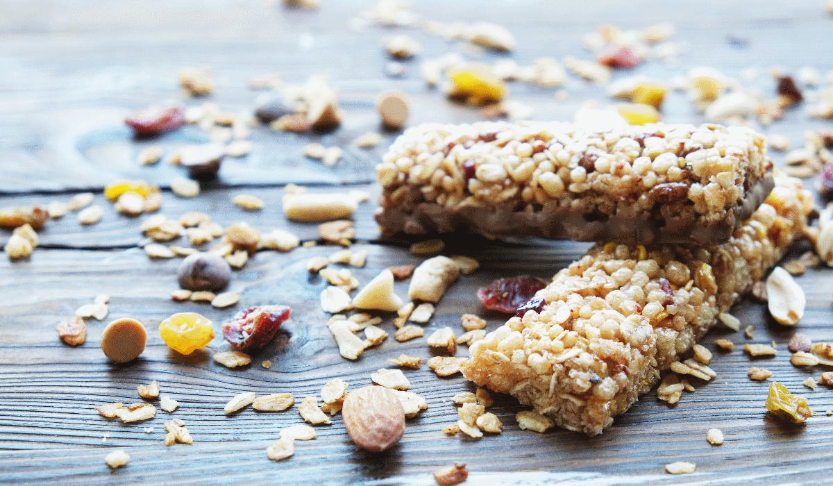 Barras de cereais e outros 10 alimentos saudáveis que podem estar a fazer com que ganhe peso