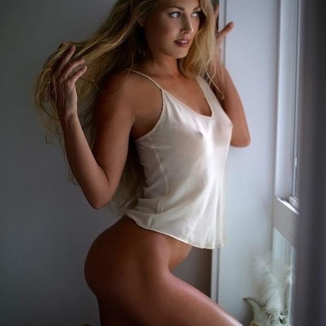 Ninguém consegue ver as fotos de Nora Segura, a ex-namorada de Tim Howard
