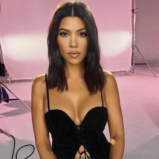 """Kim diz que a irmã é a """"menos interessante"""" de ver e Kourtney Kardashian responde com ousadia"""