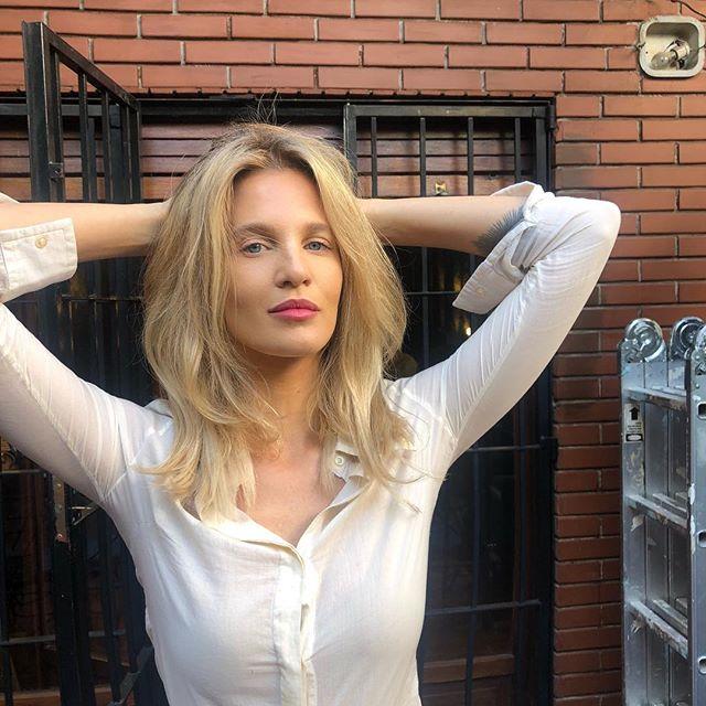 Liz Solari, a irmã do novo treinador do Real Madrid viu o namorado morrer depois de uma noite de sexo