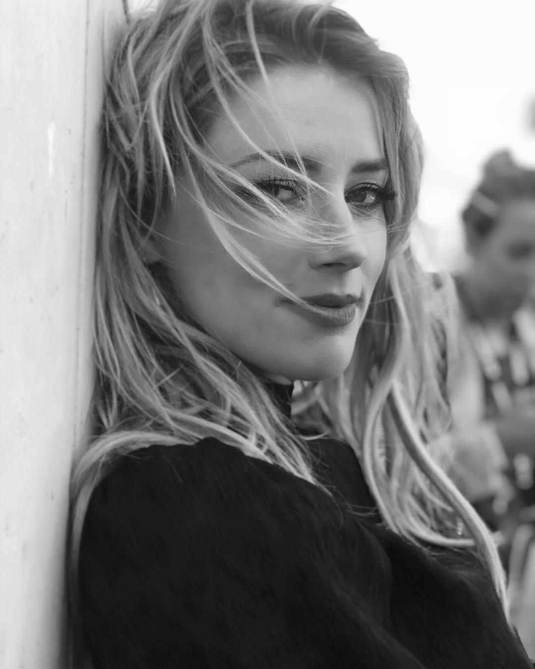 """""""Mamilos não são gafe"""", é a resposta de Amber Heard para quem não gosta da sua transparência"""