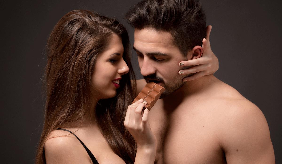 Comer chocolate aumenta desejo e melhora a performance sexual dos homens