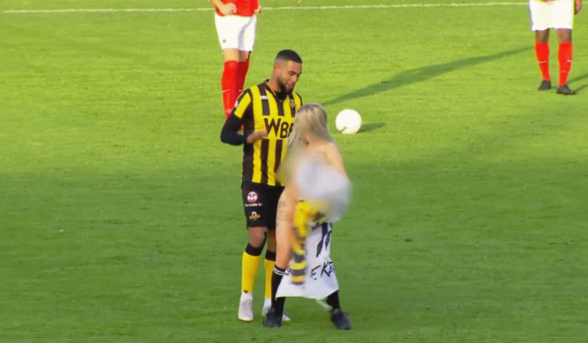 Equipa holandesa contrata stripper para distrair adversário mas acaba goleada 6-2
