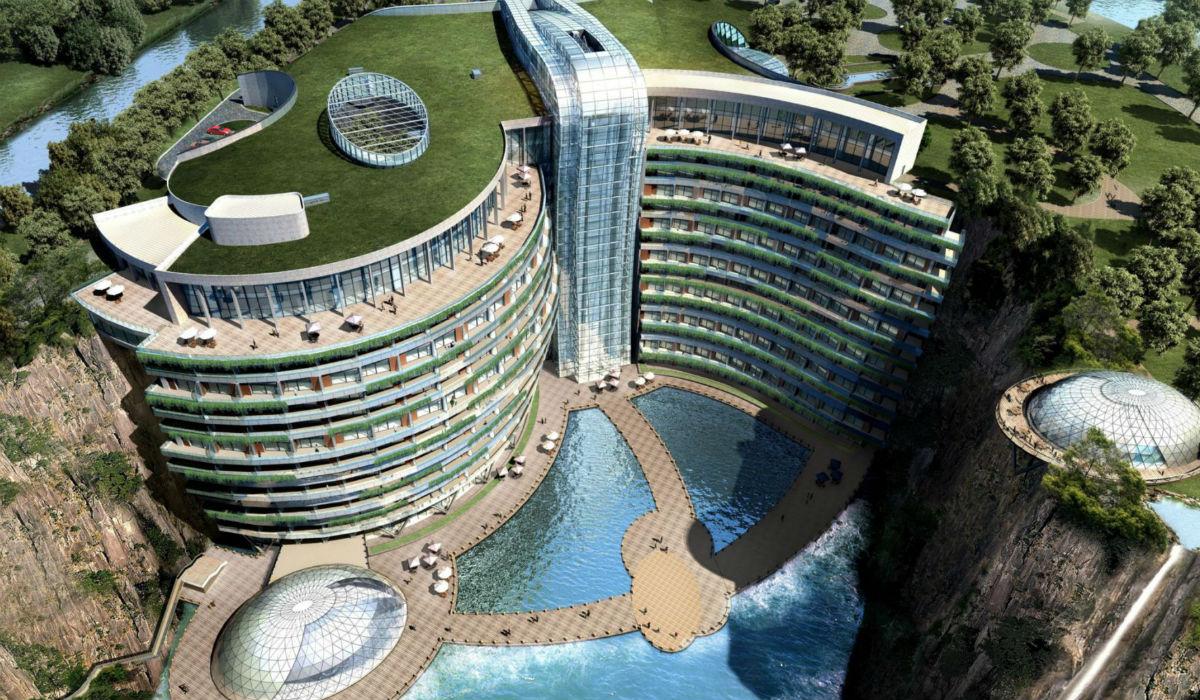 O hotel subterrâneo que está a ser construído há 10 anos