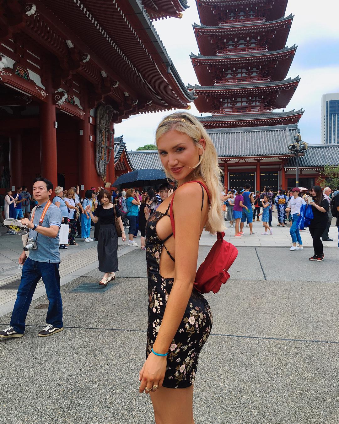 É esta a foto que a modelo Gabby Epstein quer mostrar aos netos