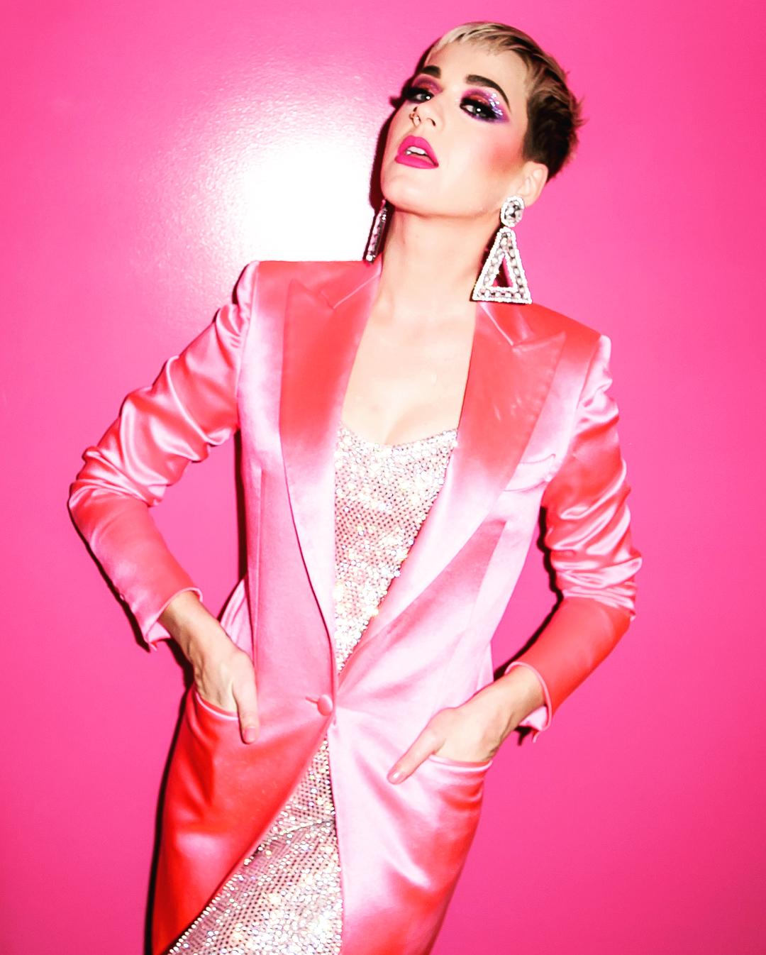 Katy Perry bate concorrência e é a mais bem paga do mundo da música