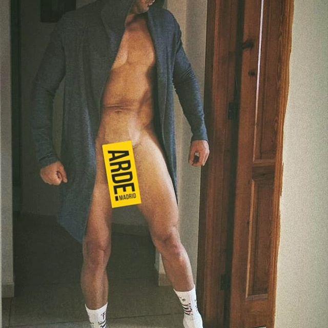 Realizador Paco León utilizada nudez dos atores para promover série