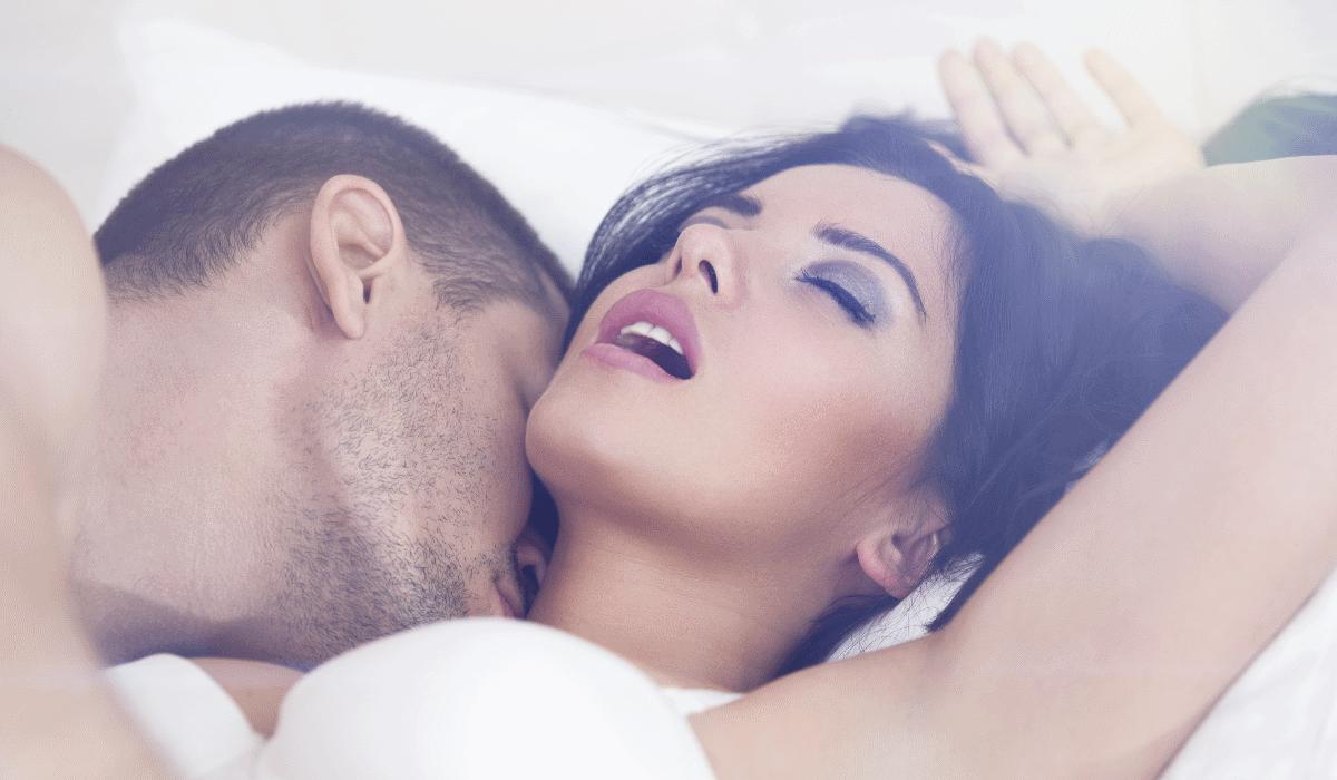 A posição sexual que funciona sempre, mesmo quando está com preguiça