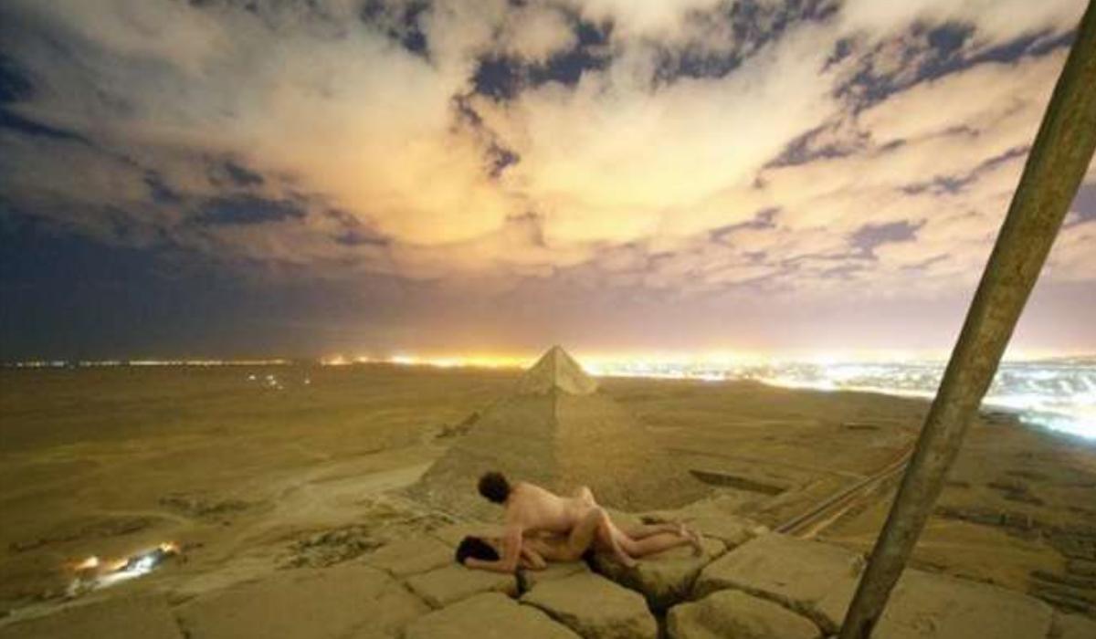 O amor por alturas levou-o a fazer sexo no topo da Pirâmide de Gizé