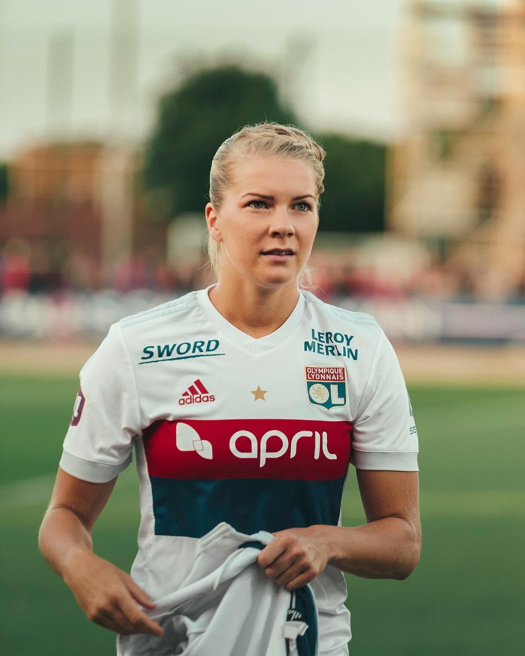 Ada Hegerberg é a primeira mulher a vencer a Bola de Ouro e não se livra da polémica
