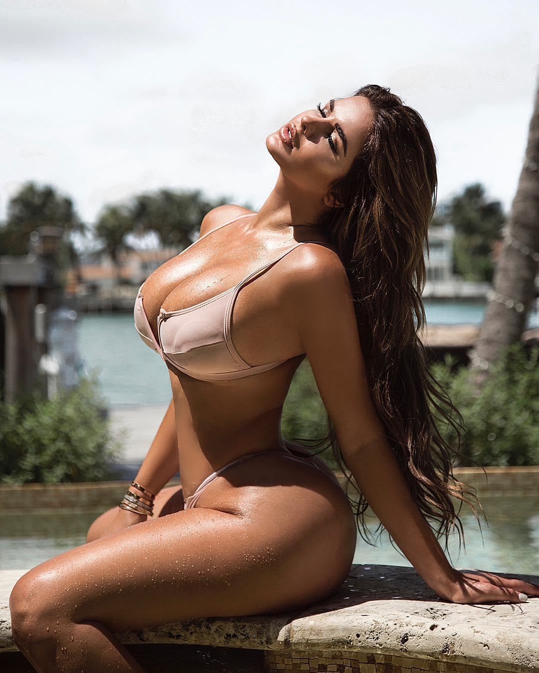 Anastasiya Kvitko, a Kim Kardashian que vem do frio para fazer subir as temperaturas