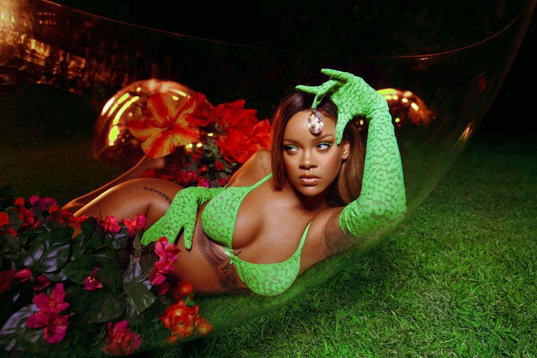 Cantora partilha fotos ousadas para promover a sua marca de lingerie e ninguém consegue ficar indiferente às imagens.